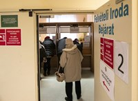 Népszava: Már mozgósítják az orvostanhallgatókat az egészségügy túlterheltsége miatt