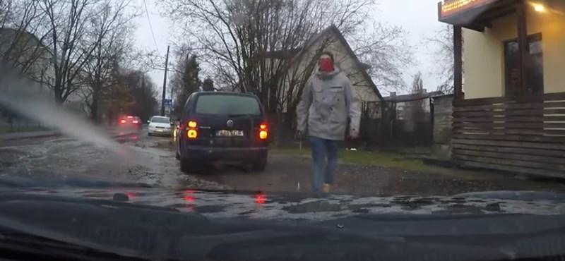 Keménykedni akart az autós, de nagyon megalázó lett a végeredmény – videó