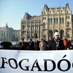 Folytatódik a tiltakozás: nyílt levelet kaptak a képviselők a közoktatási törvényről