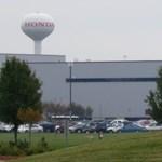 Berendelték egy Honda gyár irodai munkásait autót gyártani