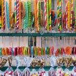 Itt a valódi tudományos magyarázat: a cukor vagy az édesítőszer károsabb?