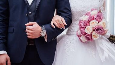 Megszólalt a menyasszony, akinek a vőlegényét az esküvőről vitték el a rendőrök