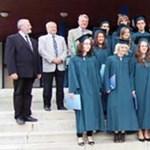Hány át nem vett diploma porosodik az egyetemeken?
