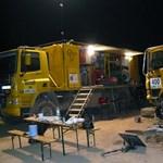 A magyar kamionosok ötven órát töltöttek a sivatag fogságában