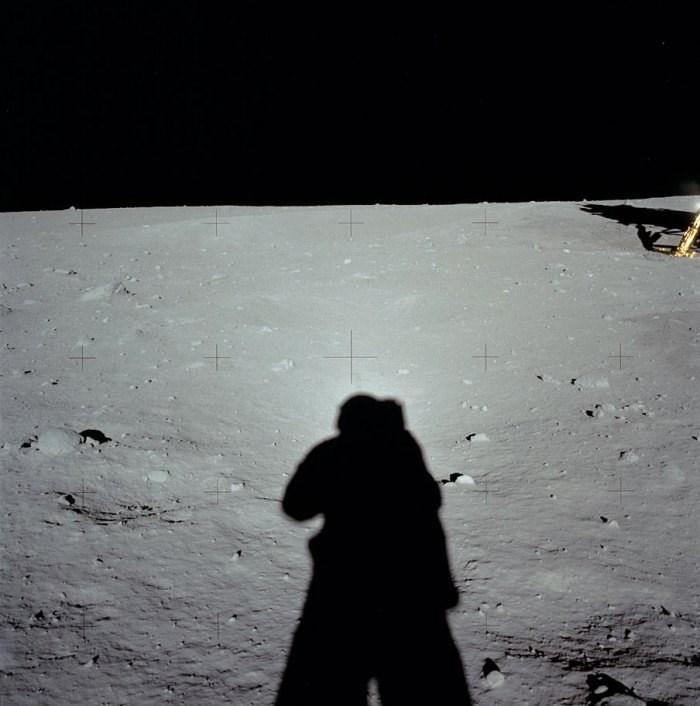 Ezek voltak Neil Armstrong első fotói a Holdon
