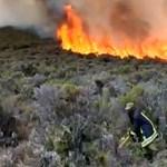 Negyedik napja lángol a Kilimandzsáró – videó