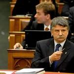 Schmitt utódja: a Fidesz hallgat, az ellenzék próbálkozik