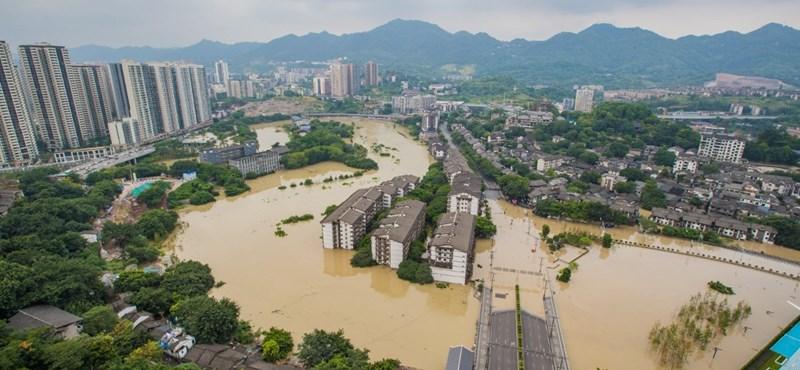 100 ezer embert kellett kitelepíteni Kínában az áradó Jangce miatt