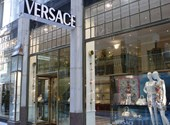Egy birodalom vége: eladják a Versace-t