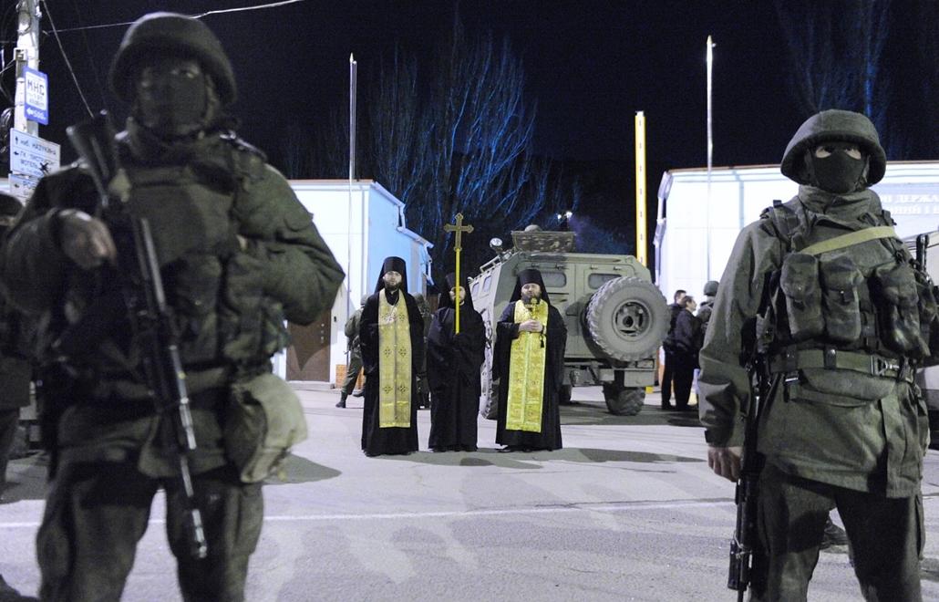 afp.14.03.01. - Simferopol, Ukrajna: orosz katonák - ukrán válság, Krím félsziget, Krím-félsziget