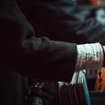 Magyar dj-k milliókat gyűjtöttek a zeneipari háttérembereknek