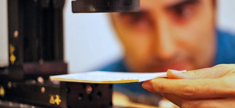 Megcsinálták a gépet, ami átlát a könyven: úgy olvassa el, hogy ki sem kell nyitnia
