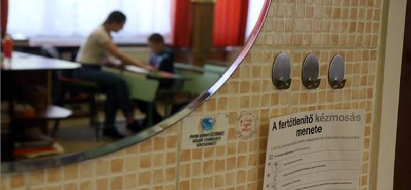 Hetente egyszer az iskolában tanítják a rászoruló diákokat - képgaléria