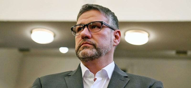 Orbán rákérdezett a költségvetési csalással vádolt Simonkánál, hogyan bírja