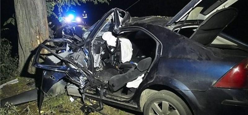 Fotók: Csoda, hogy túlélte a sofőr a csongrádi balesetet