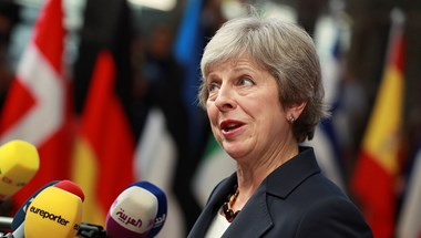 May előbb távozik, mint a britek az EU-ból?