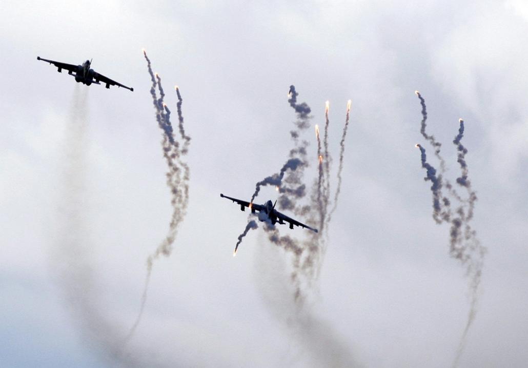 Fehérorosz-orosz közös hadgyakorlat, Protasevicsi, 2013. szeptember 25. Szu-25-ös típusú fehérorosz harci gépek vesznek részt a fehérorosz és orosz kollektív gyorsreagálású erő katonái közös hadgyakorlatán a Minszktől 120 km-re fekvő Protasevicsi falu köz