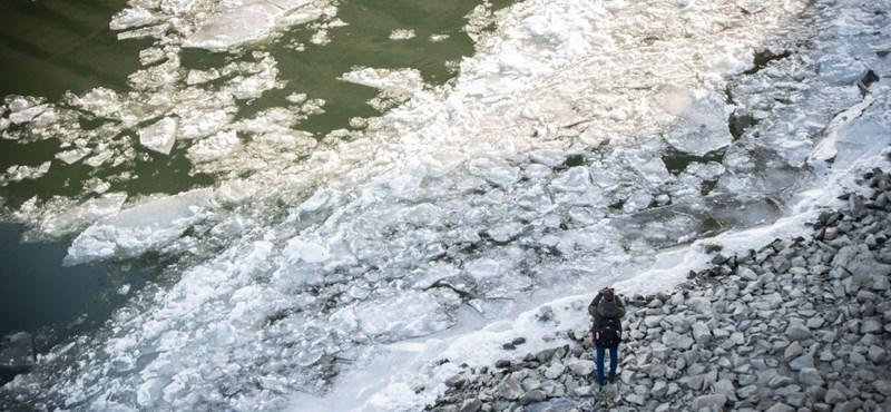 Rémisztő videó készült Ukrajnában a Tisza felé zúduló jeges árról