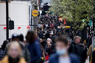 Éppen most kezdődik egy újabb járványhullám az Egyesült Királyságban, egy nap alatt 16 ezer fertőzöttet találtak