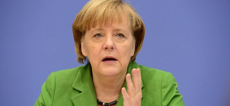 Videó: Merkel köszönetet mondott Kozma atyának