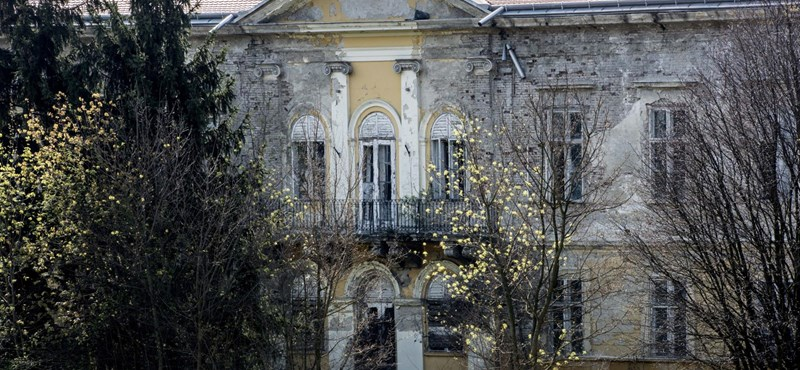 Tiborczék aprópénzért vették meg, most közpénzmilliárdokból újítják fel a bodajki kastélyt