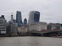 Hétfőtől kéthetes karanténba kell vonulniuk a külföldről Nagy-Britanniába érkezőknek