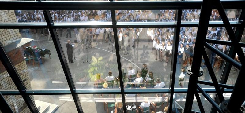 Majdnem száz iskolában indul igazgató nélkül a tanév