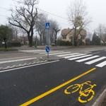 Fotó: biciklisávval született újjá a lepukkant Ady Endre út