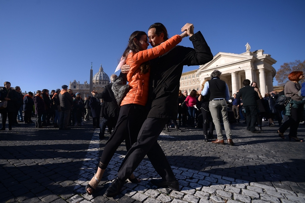 afp. Ferenc pápa születésnapján Tangóznak 2014.12.17. Vatikán