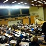 Botrányos YouTube-videó: félbeszakította az oktatási miniszter beszédét egy egyetemista