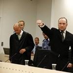 Fotó: karlendítéssel fogadta Breivik az ítélethirdetést