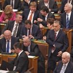 Orbán imádkozik vagy izgul?