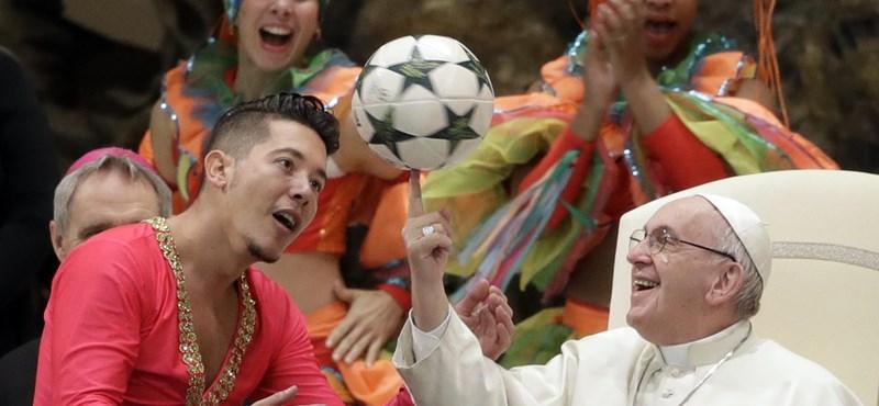 A csehek többre értékelik Ferenc pápa munkáját, mint Orbán Viktorét