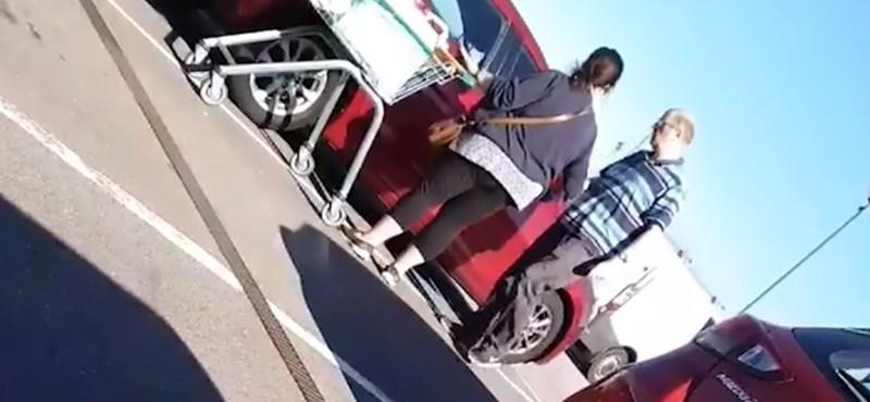 Videó: Önnel nem fordult elő, hogy egy ugyanolyan autót próbált kinyitni, mint a sajátja?