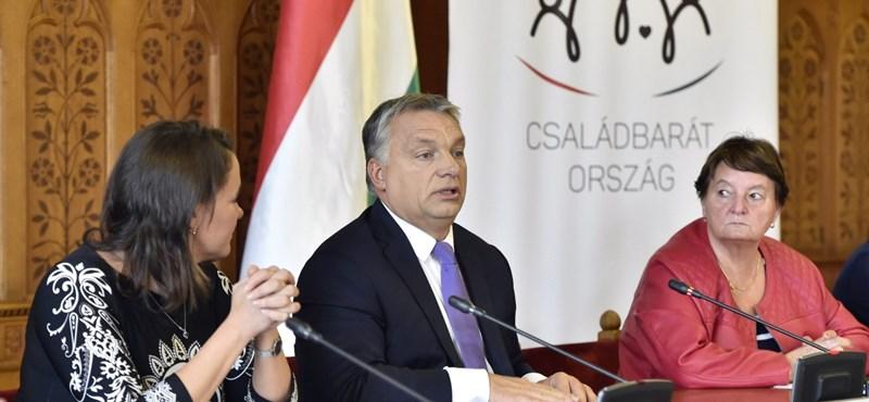 Orbán ismét beígérte a karácsonyi Erzsébet-utalványt