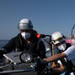 A Földközi-tengeren rekedt Banksy menekültmentő hajója