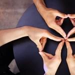 Zseniális: kaleidoszkópot csinálnak a kezükből (videó)