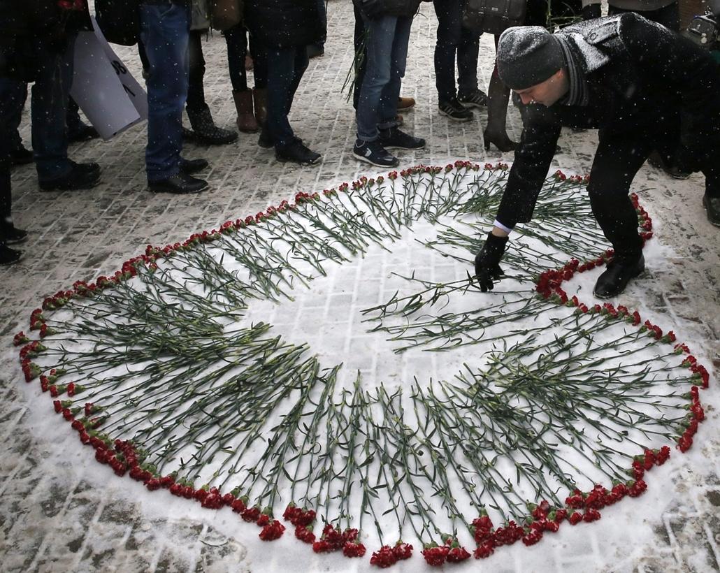 afp. Megemlékezés Moszkvában - lövöldözés Párizsban, Párizsi vérengzés, Charlie Hebdo, túszejtés, túszdráma, Dammartin-en-Goele, 2014.01.09.