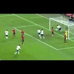 Videó: Lampardnak elég volt néhány centi a spanyolok ellen