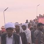 Több tízmillió hindu mártózott meg a szent folyók vizében Indiában