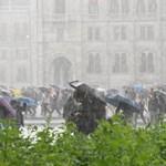 Újra lecsap a vihar: szinte az egész országban felhőszakadás lesz