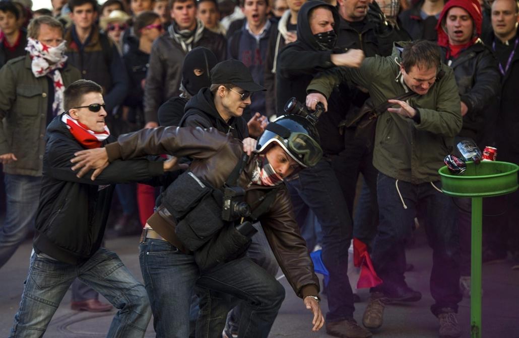 Melegházasság elleni tüntetés Franciaországban - Párizs, 2013. május 27.