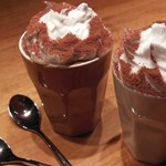 Ingyen kávét kaphattok holnap egy verssorért - mutatjuk, hol
