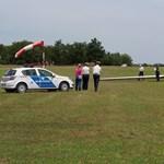 Volt vadászpilóta találta fejen a 18 éves lányt a kisrepülő futóművével