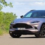 Bokszkesztyű, kék vér, gyerekülés: teszten a 95 millió forintos Aston Martin DBX