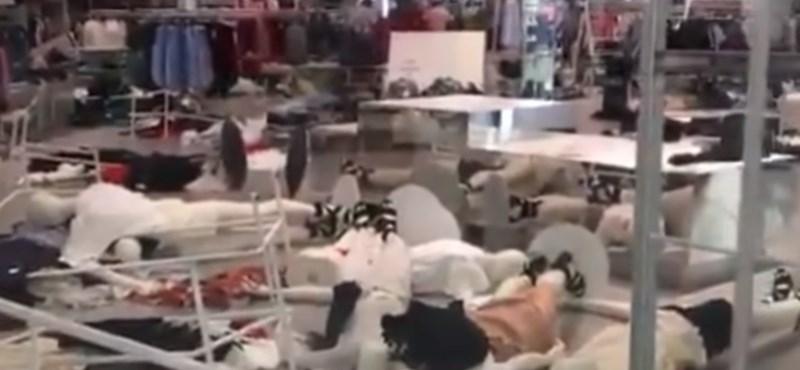 Dühös tüntetők estek neki a H&M üzleteinek a Dél-afrikai Köztársaságban – videó