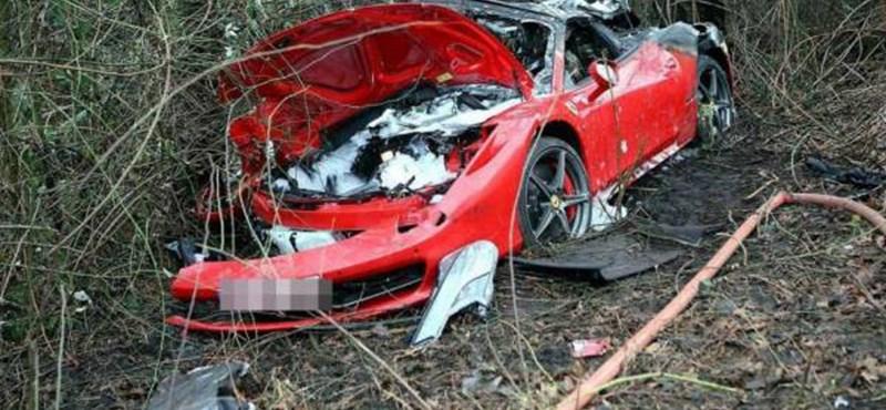Egy halott a Chevyvel ütköző Ferrari 458 Spiderben - fotó