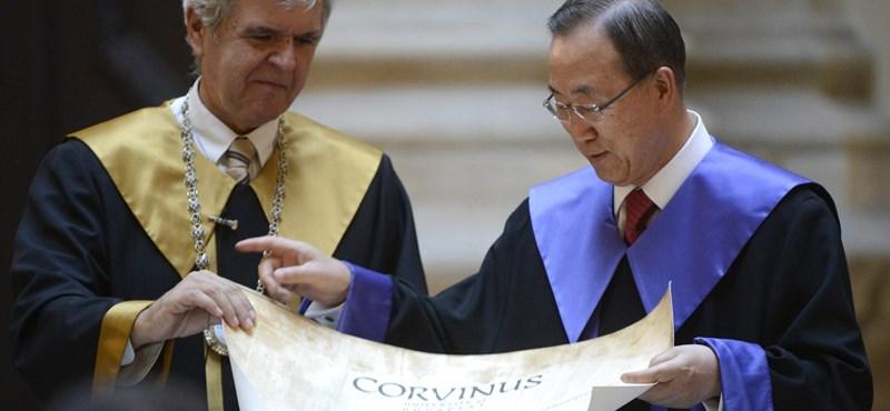 Magyarul szólalt meg a Corvinuson az ENSZ-főtitkár