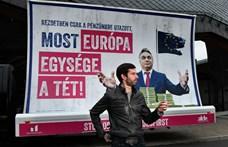 Orbán háza elé vitte az Orbán-ellenes plakátot a Momentum