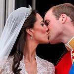 Íme, Kate és Vilmos első hitvesi csókja - fotó